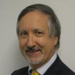 الأستاذ الدكتور تشارلز كلاويه: استشاري في جراحة العيون، لندن، المملكة المتحدة