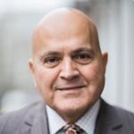 علي شاكر: طبيب نفسي في لندن